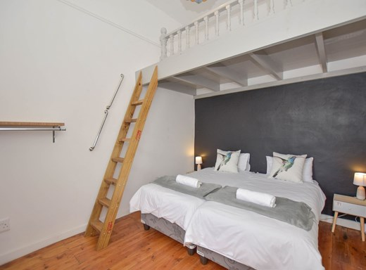 2 Bedroom Apartment for Sale in Kalk Bay