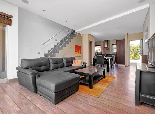 2 Bedroom Townhouse to Rent in Melrose North