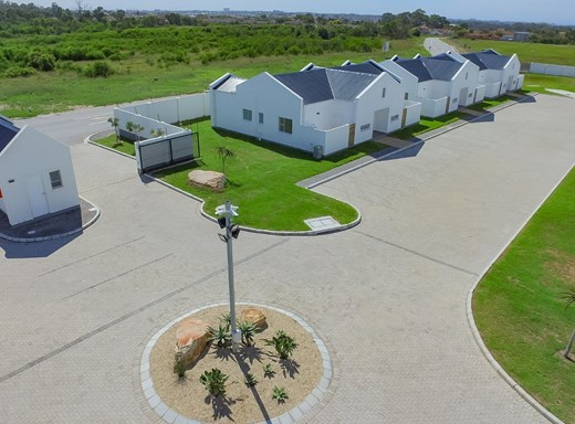 2 Bedroom Townhouse for Sale in Pinelands