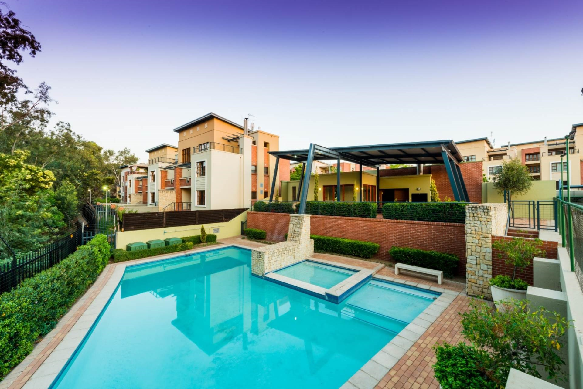 2 Bedroom Townhouse for Sale in Douglasdale