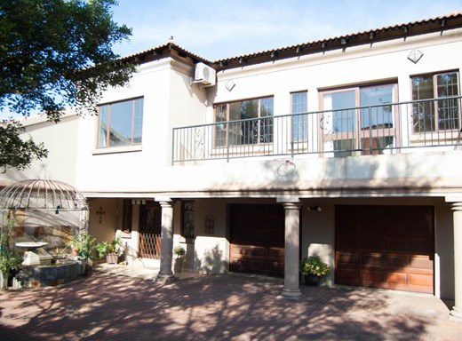 4 Bedroom Townhouse for Sale in Aerorand