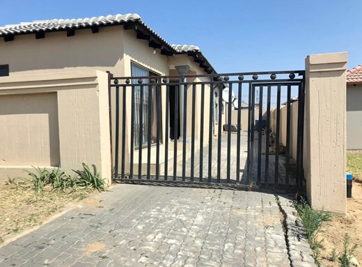 2 Bedroom House for Sale in Riverside View
