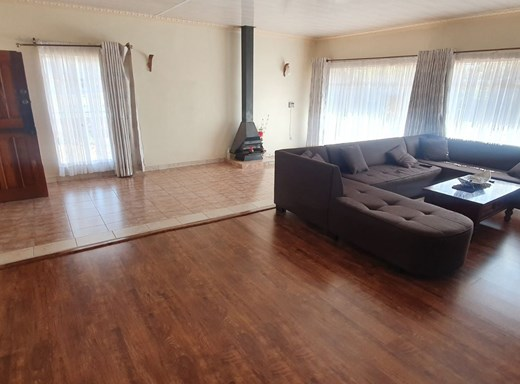 4 Bedroom House for Sale in Bayswater