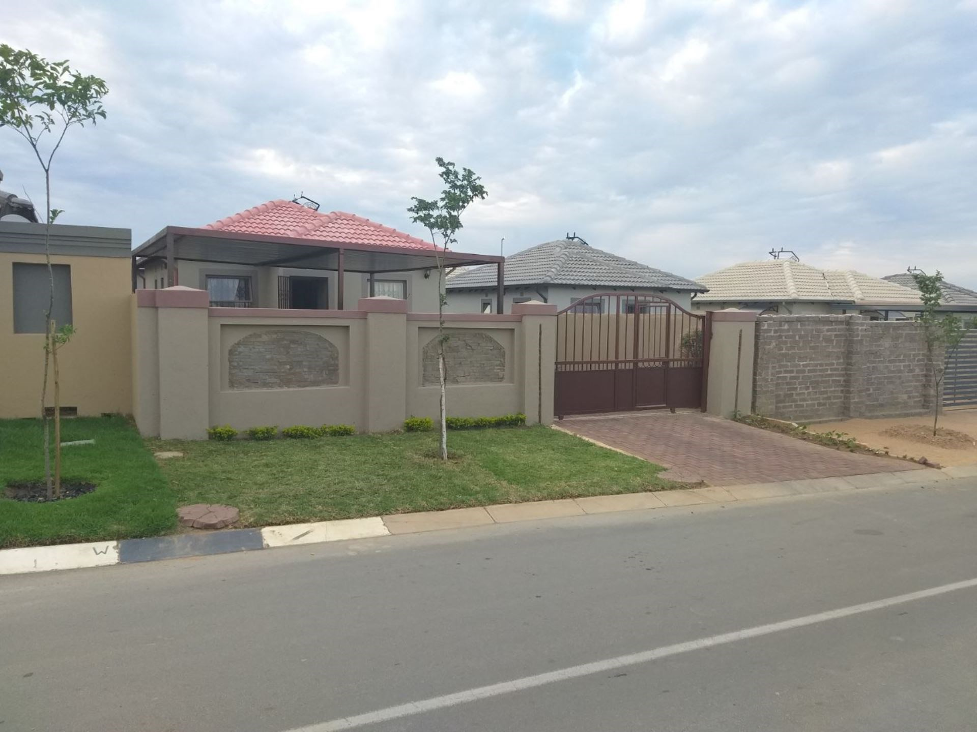 3 Bedroom House for Sale in Riverside View