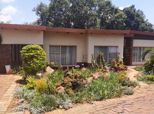 6 Bedroom House for Sale in Clubview