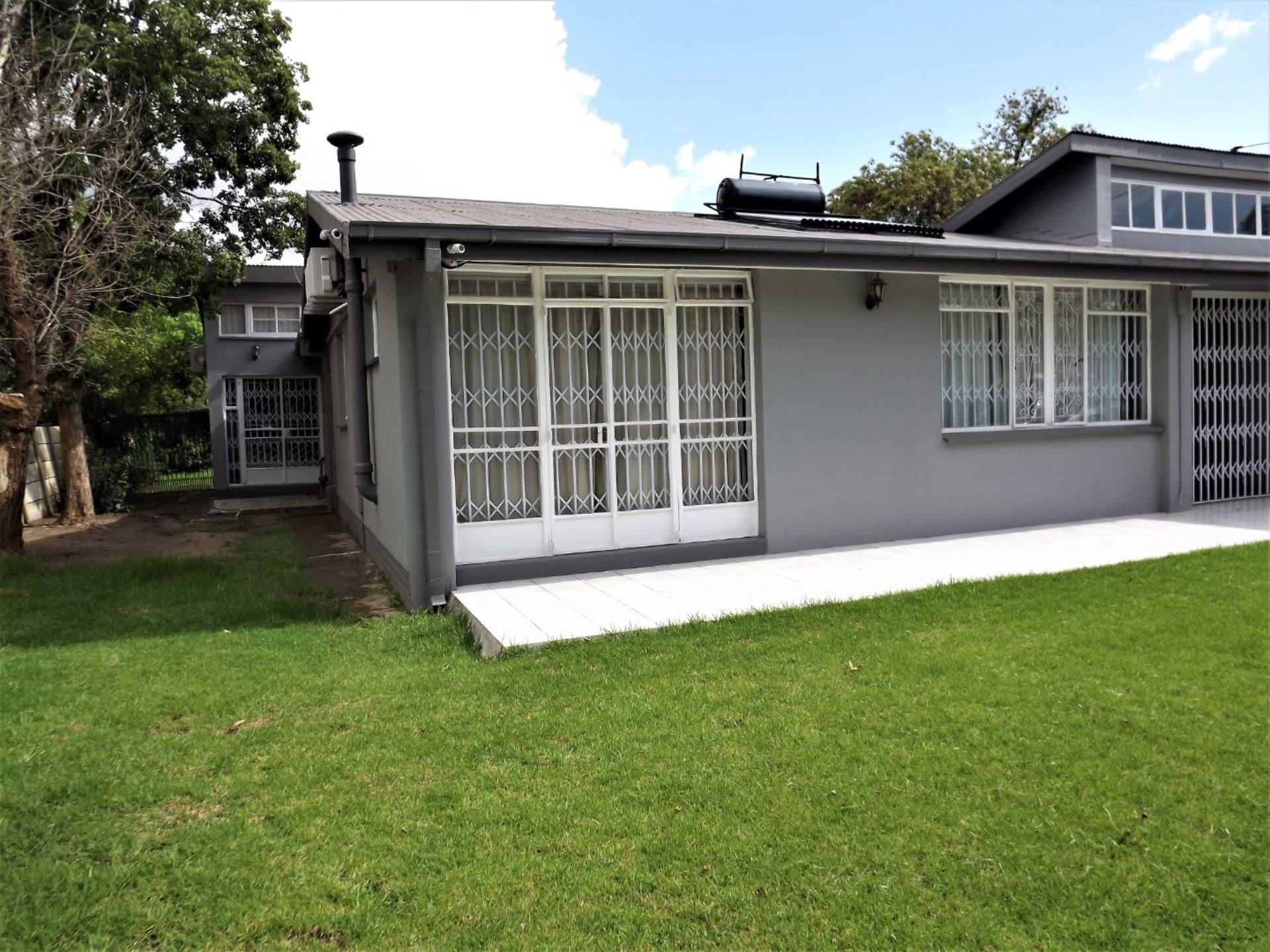 6 Bedroom House for Sale in Bayswater
