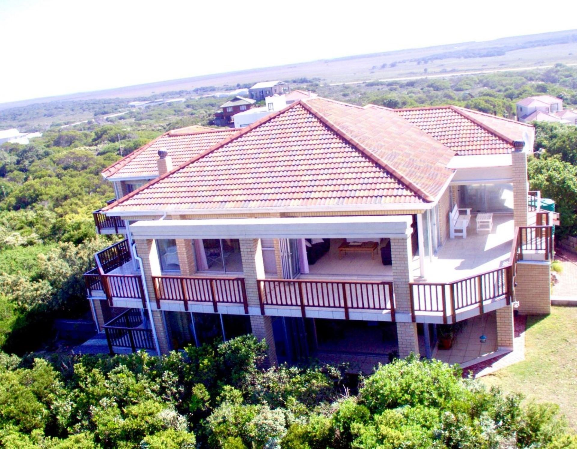 6 Bedroom House for Sale in Paradise Beach