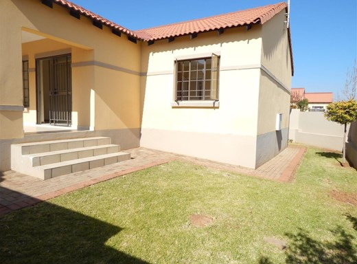 3 Bedroom Townhouse to Rent in Mooikloof Ridge