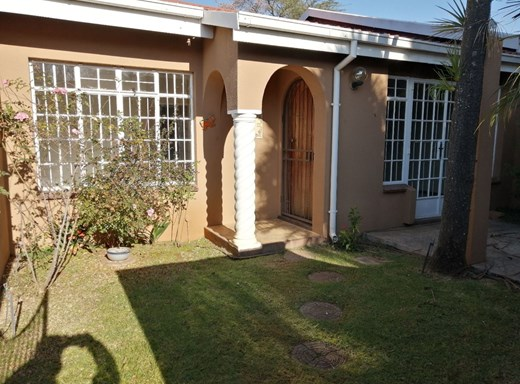 2 Bedroom Townhouse to Rent in Lynnwood Manor