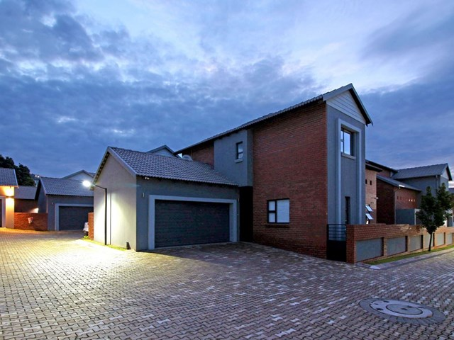 Ruimsig Townhouse For Sale