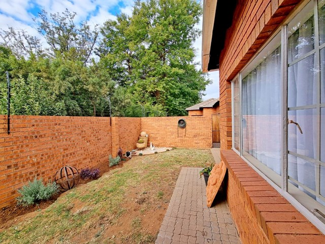 Sinoville Townhouse For Sale